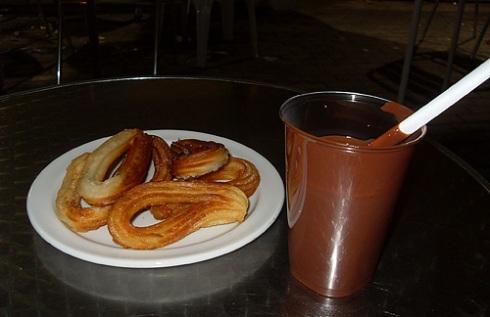 As 6 da mañá foi un bo momento para un bo chocolate con churros na cafetería Toffe (2,5 euros)